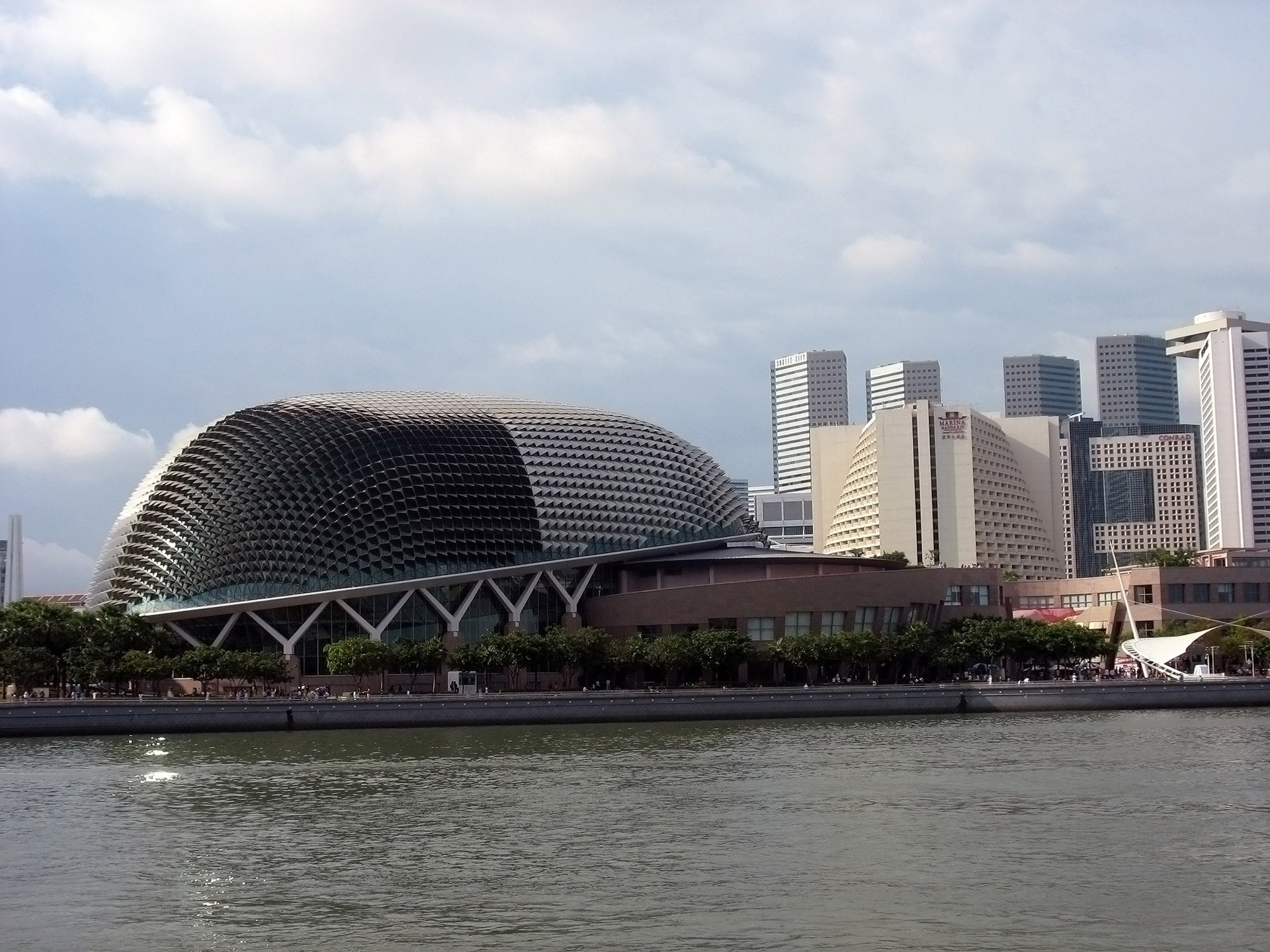 A Day Exploration of the Famouns Landmarks in Singapore