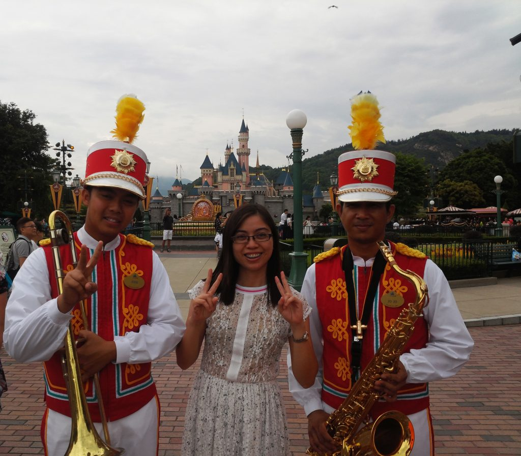 Revisiting Ways To Be Happy through Travelling Back to Childhood Days in Hongkong Disneyland